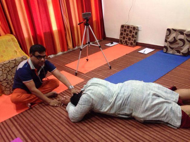 Yogi Vikram Mittal taking blessings from his Guru, Yogi Buddha Deva
